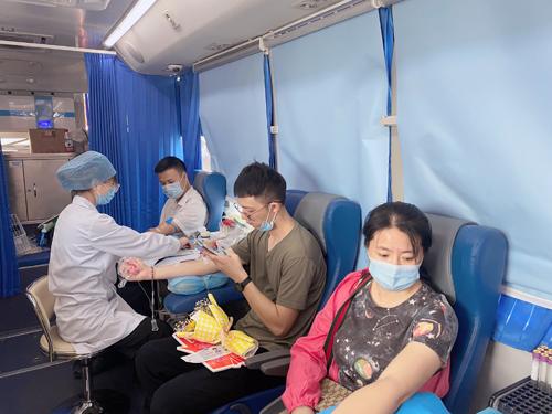 04  献血进行中.jpg